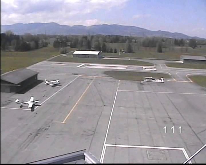 Blick vom Flugplatzrestaurant auf das Vorfeld